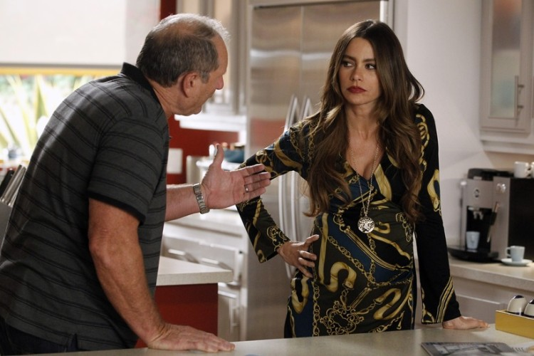 Sofia Vergara, Modern Family, Gloria from Modern Family, Jay from Modern Family, Jay Pritchett, Gloria Pritchett, sitcom, Modern Family Sitcom, dysfunctional family sitcom, family sitcom, ABC sitcoms, ABC