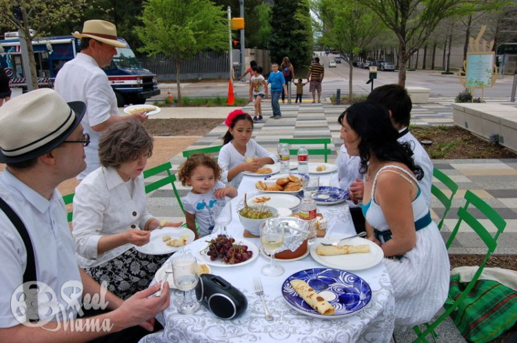 black and white party ideas, black and white parties, diner en blanc, gourmet outdoor dining, gourmet picnic food ideas, gourmet picnic, French gourmet picnic, elegant outdoor dining, elegant outdoor dinner party, french picnic foods
