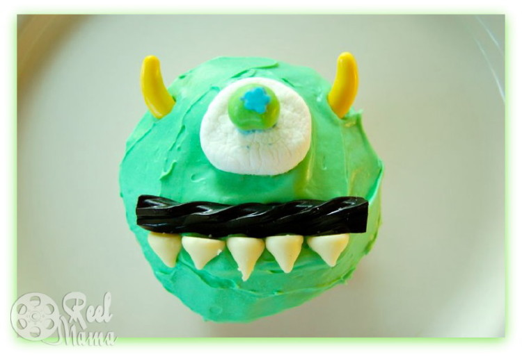 monsters university cupcakes, monsters inc cupcakes, mike and sulley cupcakes, sulley and mike cupcakes, mike wazowski cupcakes, sulley cupcakes, mike and sully cupcakes, monsters inc birthday ideas, monsters university birthday party, monsters inc birthday party