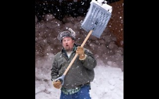 Larry the Cable Guy shovels snow in Jingle All the Way 2 #JingleInsiders