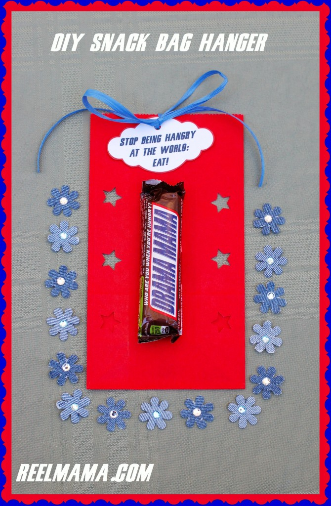 DIY snack bag hanger in red, white and blue: perfect way to remind moms to eat a SNICKERS®! #shop #cbias #EatASNICKERS #ad