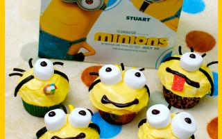 Easy Minion cupcakes