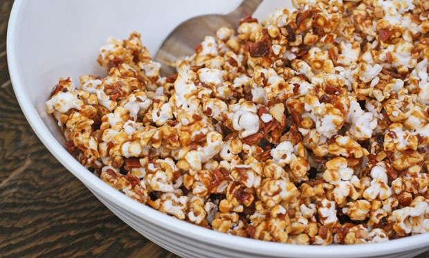 Bacon caramel popcorn recipe from This Mama Cooks (Gluten free and vegan)