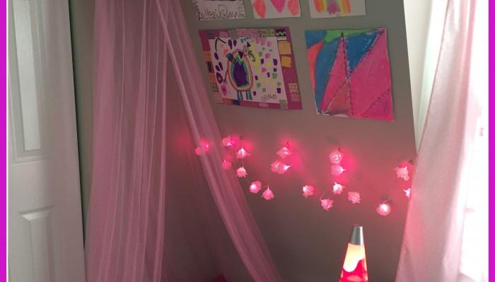 Retro DIY story corner for girls