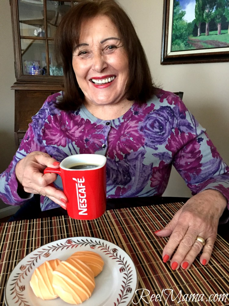 Drinking a café with Amparo #MomentoNESCAFE