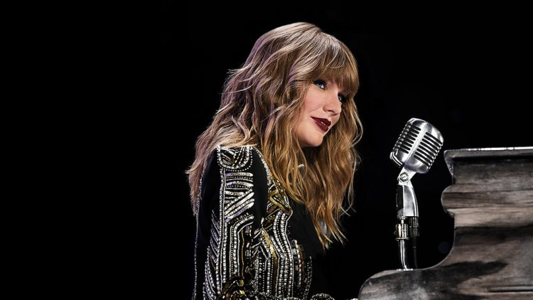 Taylor Swift at the piano on her Reputation tour. Photo: Netflix