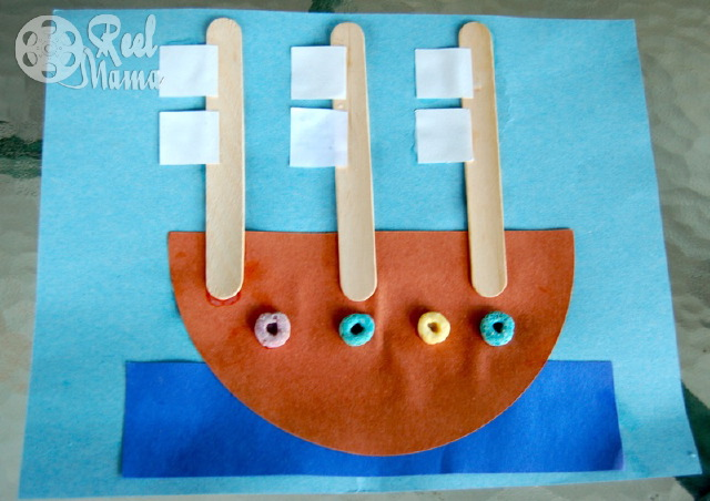 Columbus Day craft activity: making a triple sail boat.  This paper sailboat art projects is a fun and educational craft to do with your kids.