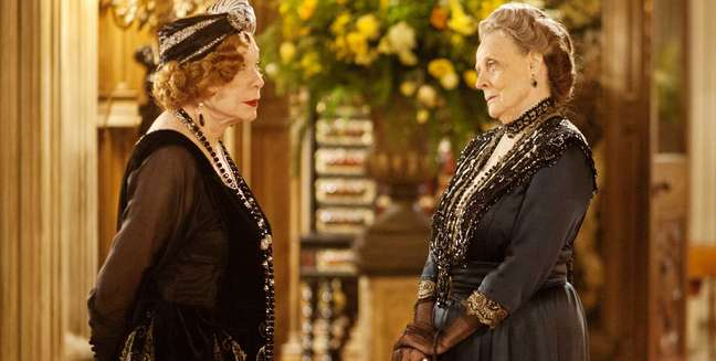 Maggie Smith, Shirley Maclaine, Downton Abbey, Masterpiece Theater, Masterpiece Classics PBS, PBS, Dowager Countess, Earl of Grantham, Downton Abbey Premiere, Shirley Maclaine on Downton Abbey, Maggie Smith on Downton Abbey, Dowager Countess on Downton Abbey, Violet, Dowager Countess of Grantham, Martha Levinson, Violet on Downton Abbey, Dame Maggie Smith