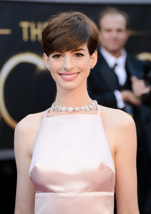 Anne Hathaway, Oscars 2013, Best Supporting Actress 2013, Anne Hathaway best actress, Anne Hathaway Academy Award, Anne Hathaway Academy Awards 2013, Anne Hathaway Oscar dress 2013, Anne Hathaway in Prada