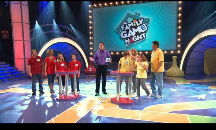 Family Game Night: Two families of four compete in a series of challenges based on the most popular Hasbro game brands.