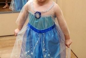 Little boy who wants to be Elsa for Halloween: His dad's reaction is freaking awesome!