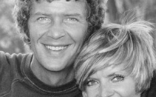 Florence Henderson as Carol Brady and Robert Reed as Mike Brady in The Brady Bunch